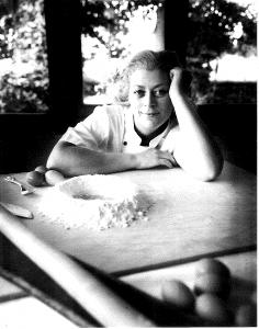 Jessica Martelli, foto tratta dal libro Donne e ricette della prateria bolognese, di Garuti -Fantuzzi, L'Artiere Edizionitalia